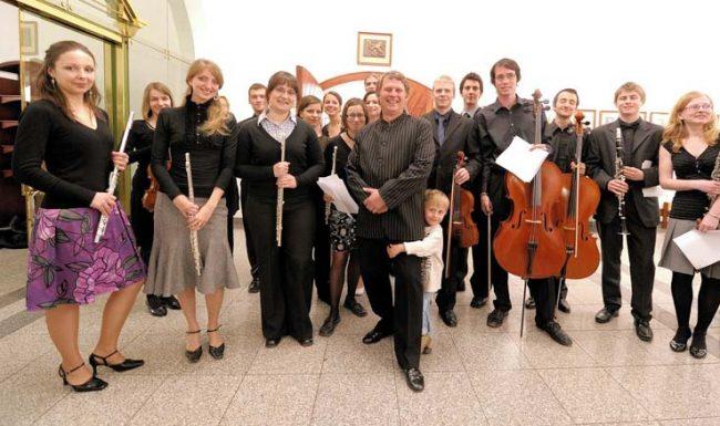Členové Akademického orchestru ČVUT